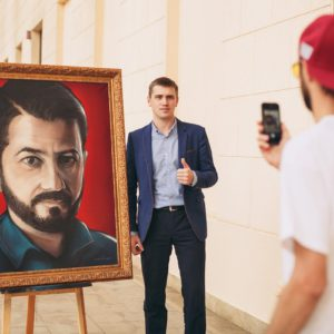Граффити портрет Михаила Галустяна на холсте streetskills youfeelmyskill в Сочи
