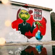 Граффити в Сочи Youfeelmyskill Новый год 2021 Гринч